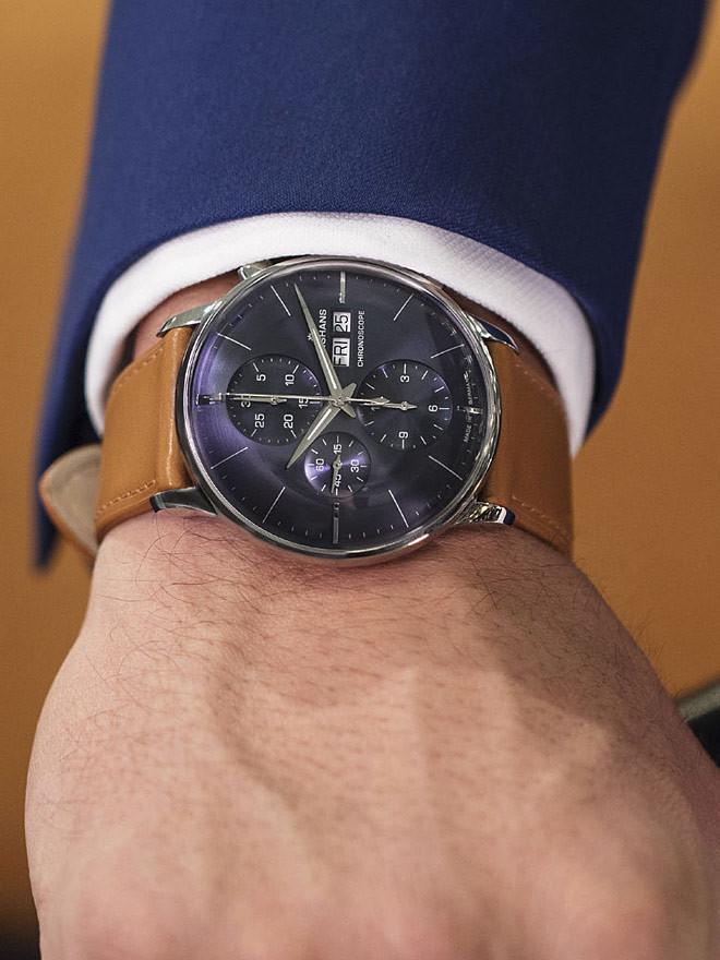 Mit unseren Junghans Modellen erfüllen Sie sich bei jedem Blick auf die Uhr Ihren ganz persönlichen Moment voll Klasse und Eleganz.