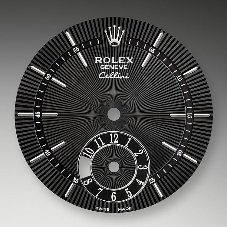 Das guillochierte Zifferblatt der Cellini DualTime unterstreicht die zeitlosen Stilelemente des uhrmacherischen Klassizismus und verleiht ihnen in der Neuinterpretation eine elegant-moderne Note.