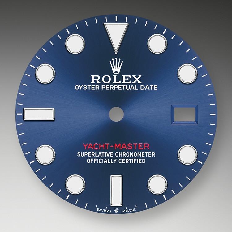 Wie alle Professional Modelle von Rolex lässt sich die Yacht-Master 40 unter allen Einsatzbedingungen, vor allem im Dunkeln, sehr gut ablesen dank ihrer Chromalight-Anzeige, deren groß bemessene Indizes und breite Zeiger in einfachen Formen – Dreiecke, Kreise und Rechtecke – mit einer lange nachleuchtenden Leuchtmasse beschichtet sind.