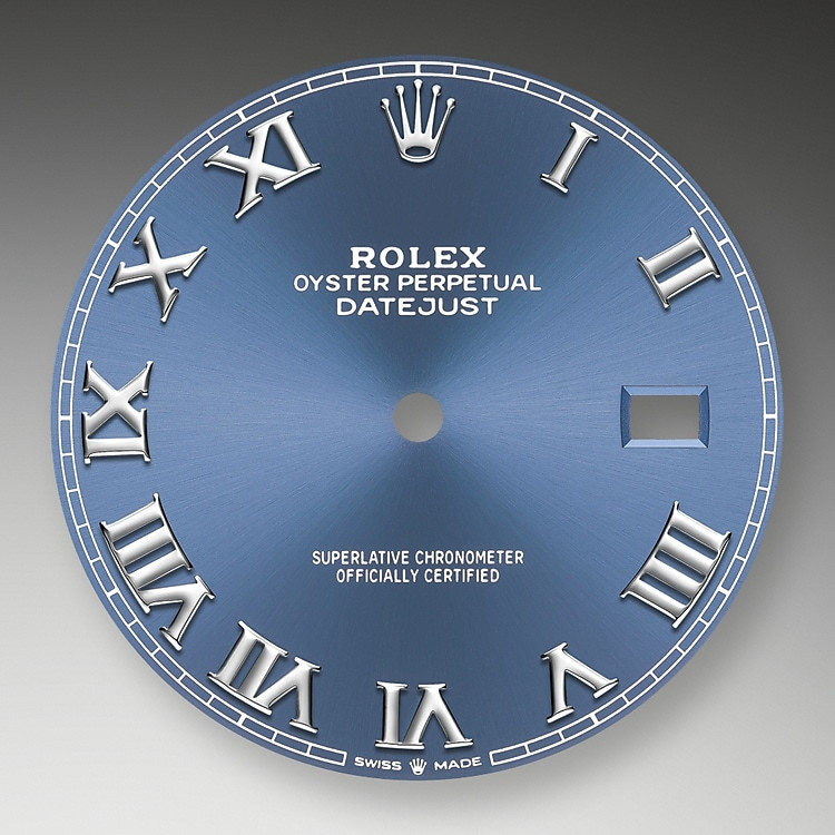 Der Radialschliff auf den Rolex Zifferblättern ist in der Uhrmacherei ein bevorzugtes Verfahren, um Farbe mit einem intensiven Metallton auf das Zifferblatt aufzubringen, wie es bei Silbergrau, Rhodium und Ruthenium der Fall ist. Meistens dient eine galvanische Versilberung als Grundschicht für den Radialschliff. Auf die so vorbereiteten Zifferblätter wird dann eine weitere Farbe aufgetragen. Manchmal werden Farbtöne − wie Champagner − aus mehreren Metallen erzeugt.