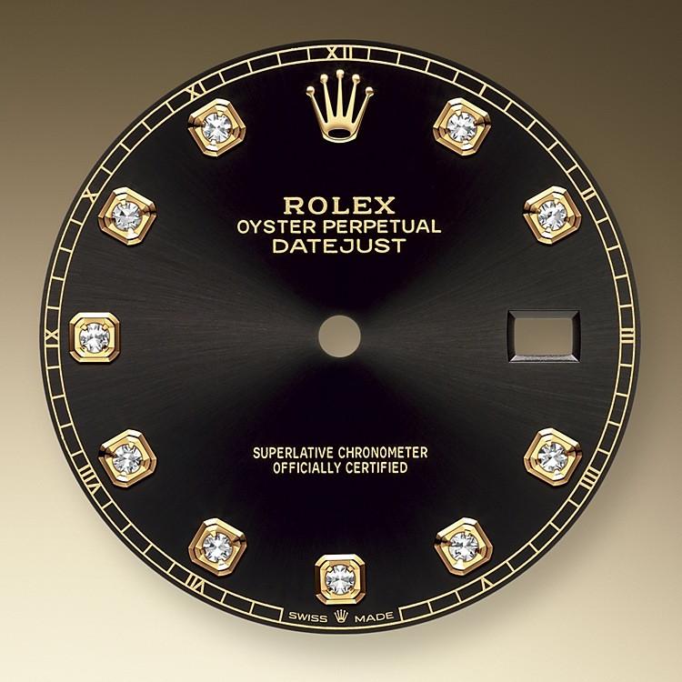 El acabado tipo sol crea delicados reflejos de luz en muchas esferas de la colección Oyster Perpetual. Se obtiene utilizando técnicas magistrales de cepillado que crean surcos que salen del centro de la esfera.