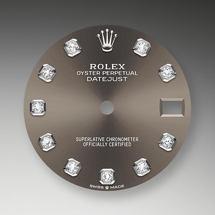 Der Radialschliff lässt zarte Lichtreflexe auf vielen Zifferblättern der Oyster Perpetual Kollektion entstehen. Er umfasst Bürsttechniken, mit denen Rillen erzeugt werden, die von der Mitte des Zifferblatts her ausstrahlen.