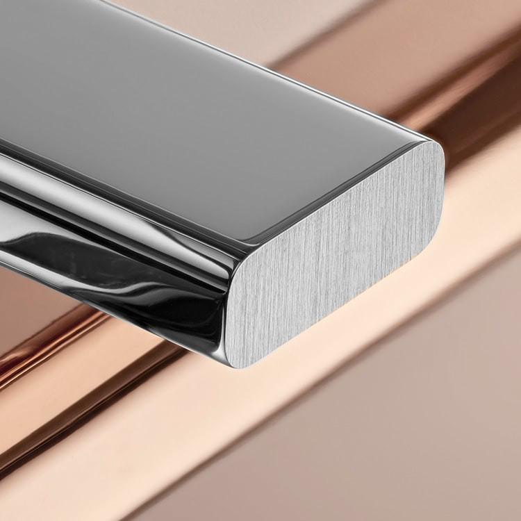 El oro es codiciado por su lustre y su nobleza. El acero afianza la fuerza y la fiabilidad. Juntos, combinan armoniosamente lo mejor de sus propiedades. Verdadera firma de Rolex, el Rolesor ha sido parte de los modelos Rolex desde principios de los años treinta y fue patentado como nombre en 1933. Es uno de los prominentes pilares de la colección Oyster.