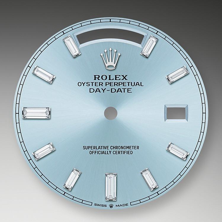 Das eisblaue Zifferblatt ist das dezente und exklusive Markenzeichen einer Rolex Platinuhr. Rolex verwendet Platin, das edelste unter den Metallen für die feinsten Armbanduhren.