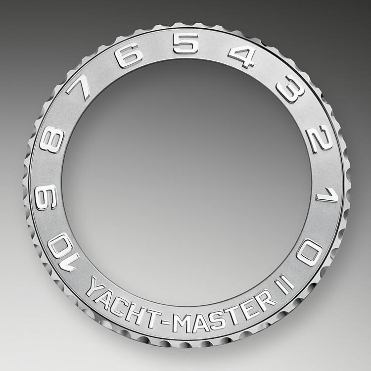 Rolex hat viel Aufwand betrieben, Sinn und Zweck einer Lünette neu zu definieren – und es dabei zur Perfektion gebracht. Üblicherweise besteht zwischen einer Lünette und dem Inneren einer Uhr keine Verbindung, doch die Ring-Command-Lünette des Yacht-Master II Regatta-Chronographen hebt diese Trennung auf.