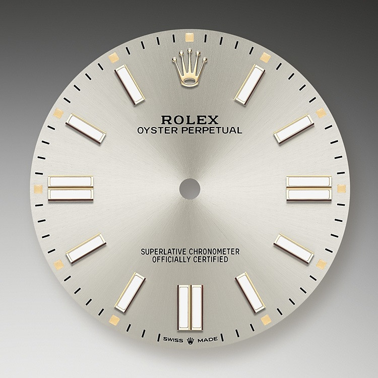 The sunray finish creates delicate light reflections on many dials in the Oyster Perpetual collection. It is obtained using masterful brushing techniques that create grooves running outwards from the center of the dial.