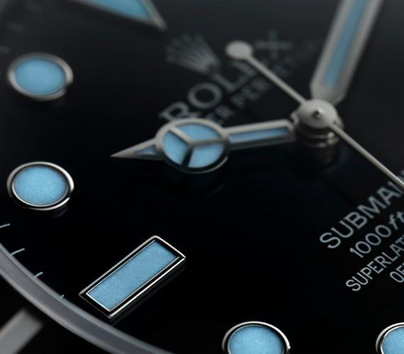 Chromalight-Anzeige auf dem Zifferblatt der Rolex Submariner