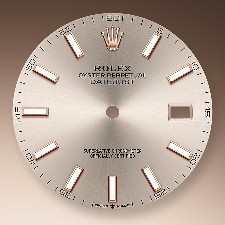 The sunray finish creates delicate light reflections on many dials in the Oyster Perpetual collection. It is obtained using masterful brushing techniques that create grooves running outwards from the centre of the dial.