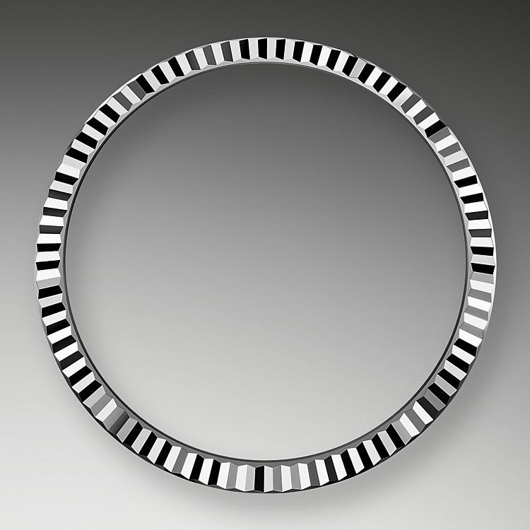Die geriffelte Rolex Lünette ist ein Distinktionsmerkmal. Ursprünglich hatte die Riffelung der Oyster Lünette einen praktischen Zweck: Sie diente zum Verschrauben mit dem Gehäusemittelteil, um die Wasserdichtheit der Uhr zu gewährleisten.