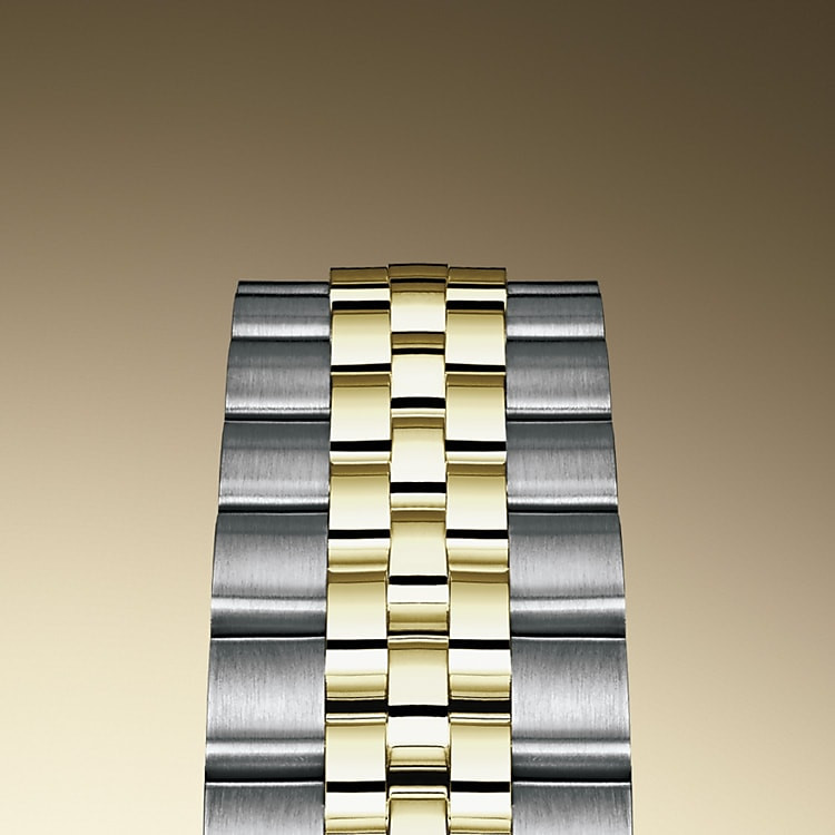 Bei Design, Entwicklung und Produktion der Armbänder und Schließen von Rolex sowie bei der rigorosen Qualitätsprüfung, der sie unterzogen werden, kommen hochtechnologische Verfahren zum Tragen. Und wie alle Bestandteile der Armbanduhr werden auch diese Komponenten Sichtkontrollen unterzogen, bei denen das menschliche Auge alle ästhetischen Merkmale genau überprüft, um makellose Schönheit zu gewährleisten. Das fünfreihige Jubilee-Metallband mit fließenden Konturen und hohem Tragekomfort wurde eigens für die Einführung der Oyster Perpetual Datejust im Jahr 1945 konzipiert.