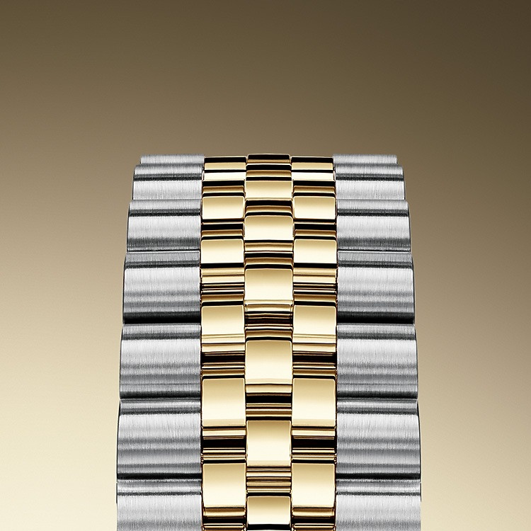 The design, development and production of Rolex bracelets and clasps, as well as the stringent tests they face, involve advanced high technology. And, as with all the components of the watch, aesthetic controls by the human eye guarantee impeccable beauty. The Jubilee, a supple and comfortable five-piece link metal bracelet, was designed and made especially for the launch of the Oyster Perpetual Datejust in 1945.