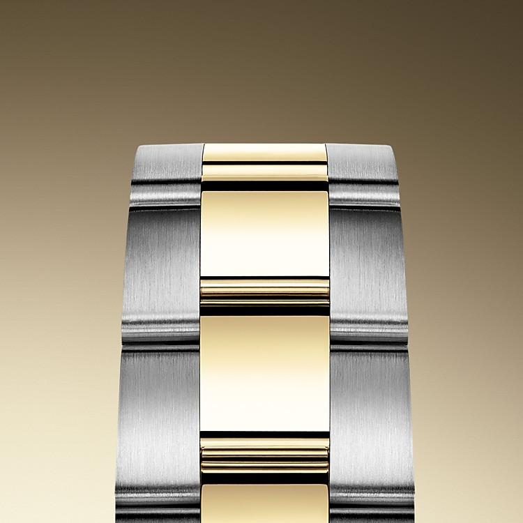 Das Oyster-Band ist das robuste und bequeme Ergebnis einer perfekten Kombination von Form und Funktion, Ästhetik und Technik. Es ist mit einer Oysterclasp-Schließe und dem komfortablen Easylink-Verlängerungssystem von Rolex ausgestattet, Dank dieses raffinierten Systems kann das Armband auf einfache Weise um circa 5mm erweitert werden, um jederzeit einen optimalen Tragekomfort sicherzustellen.