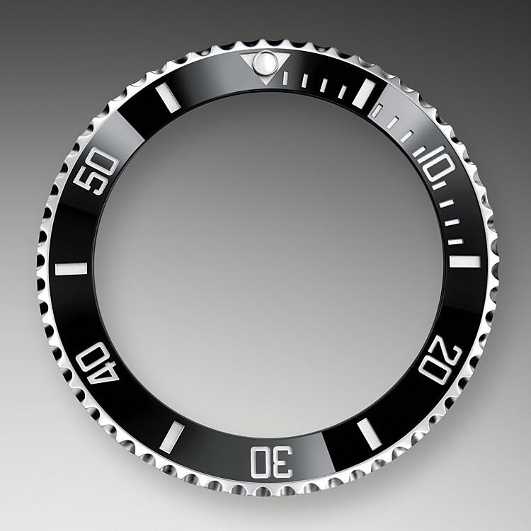 Eines der wesentlichen Merkmale der Submariner ist ihre drehbare Lünette. Auf der eingravierten 60-Minuten-Graduierung kann der Taucher die genaue Tauchzeit ablesen und die Dekompressionszeit kontrollieren.