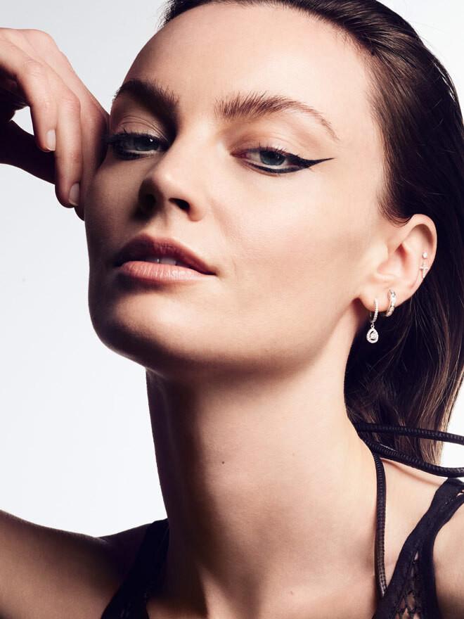 Curated Ear – So stylen Sie den Schmuck für eine rockig-elegante Revolution am Ohr.